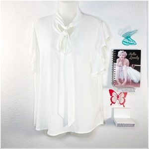 Como Black blouse in off-white fluttery sleeves